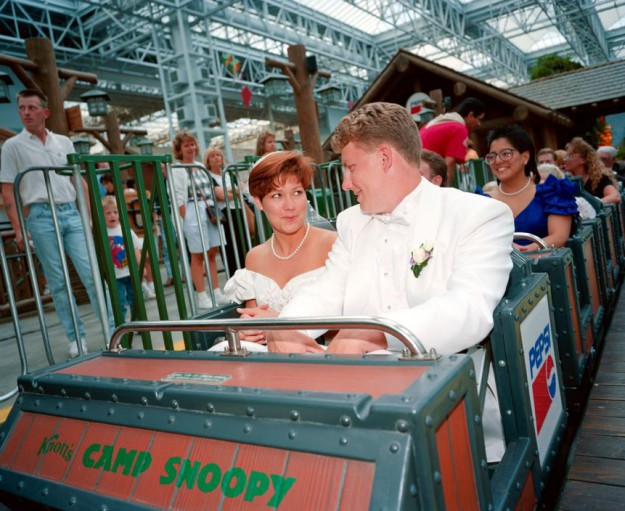 USA. Mineapolis. Shopping mall. Newly wed couple. 1994.