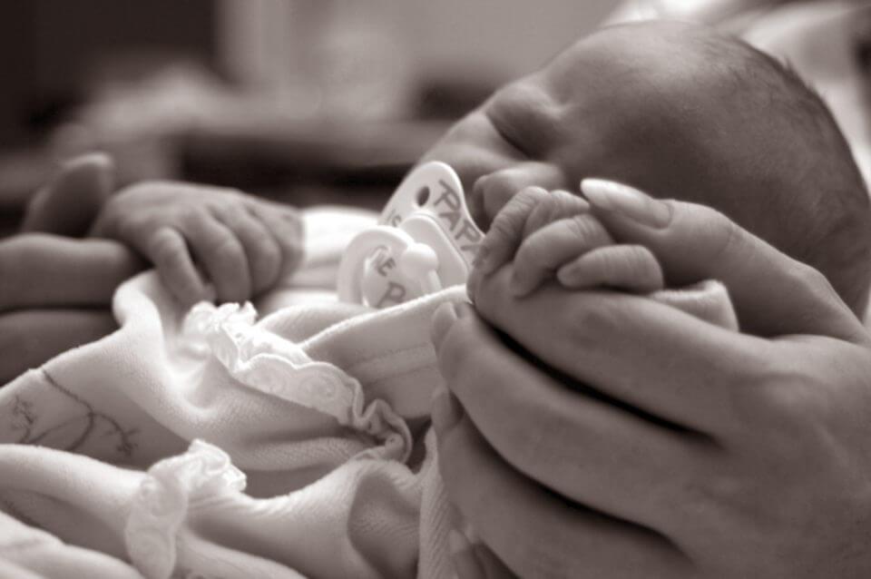 спасение младенца