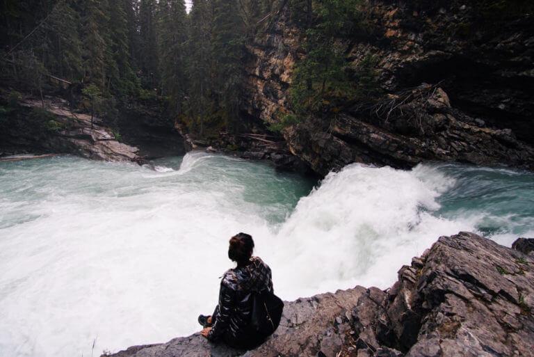 Красивая белая вода