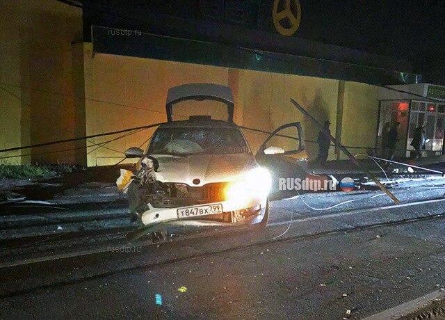 Таксист умер после ДТП от удара током и сбежал из морга
