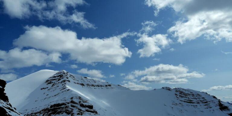 Видео — Якутия, массив горы Палатка