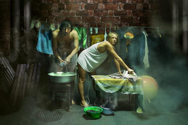 С купания и украденной одежды начинается для стихотворца путь страданий
